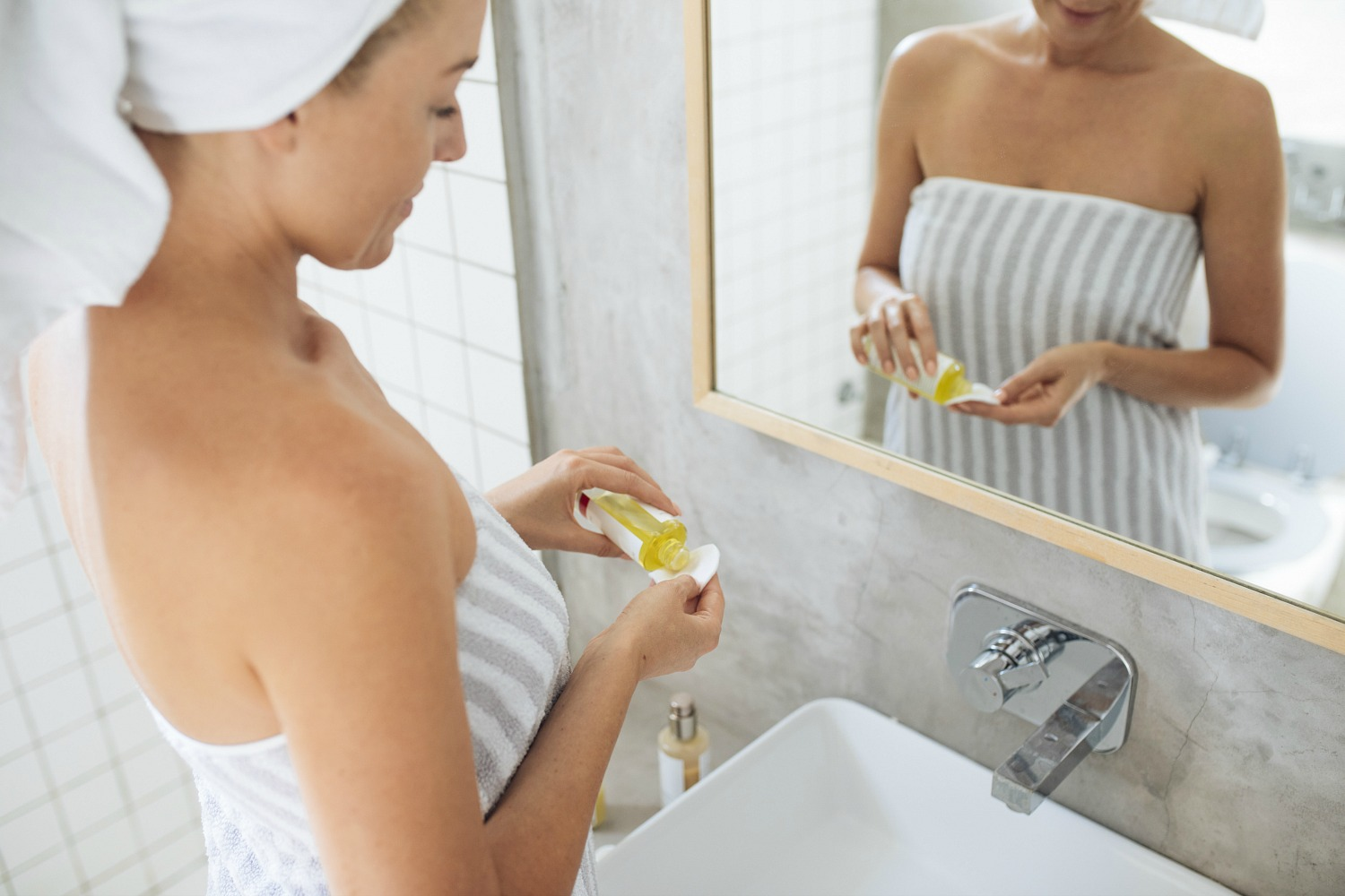Want The Best Moisturizer For Dry Skin? Here's How To Hydrate Severely Dry Skin + The Best Body Oil For Dry Skin Issues
