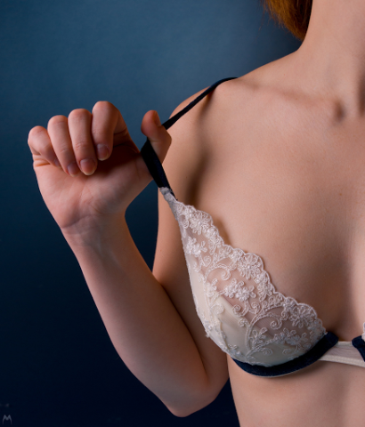 Best Bra Ads http://beauty.thefuntimesguide.com/2013/06/bra-size.php