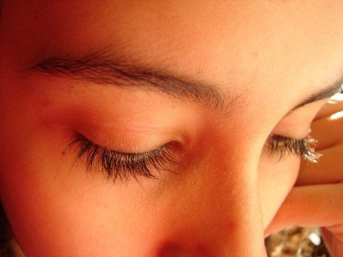 how-to-get-long-eyelashes-naturally