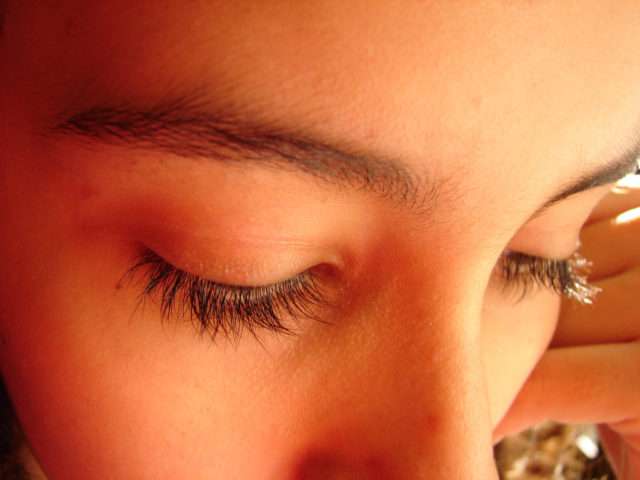 How To Get Thick And Long Eyelashes Naturally